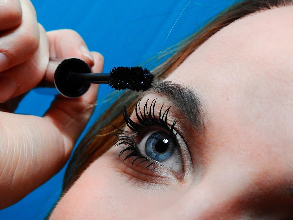 technika nakładania makijażu